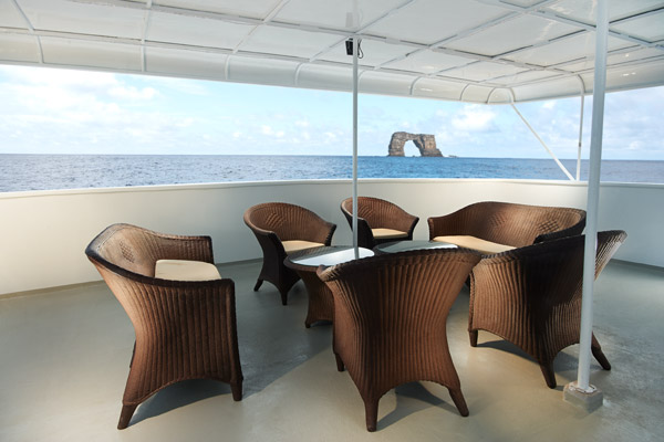 Shaded-Seating-Area---Mid-Deck