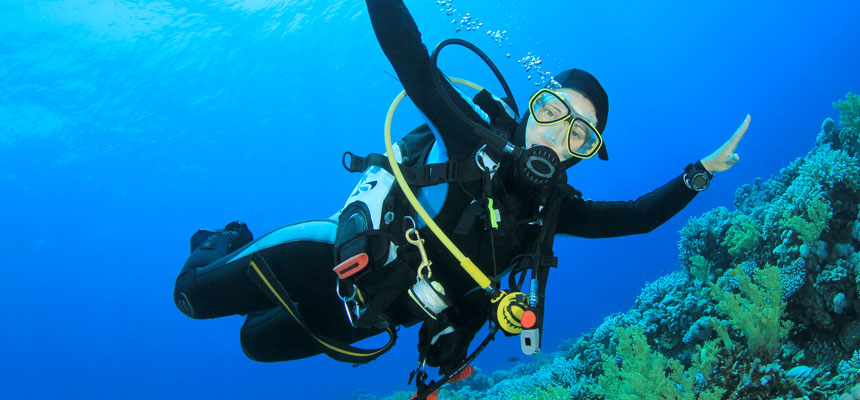 Best hairstyles for diving - how about a hood?